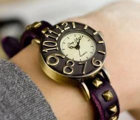 Dimensional Dial Leather Rivet Retro Watch